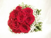 1 Doz of Red Roses with ARIA signature wrapping **FREE BOX OF CHOCOLATE**