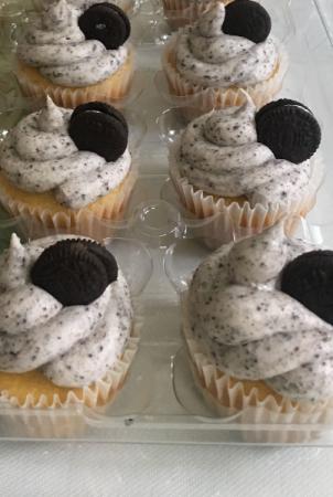 1 Dozen Oreo Cupcakes