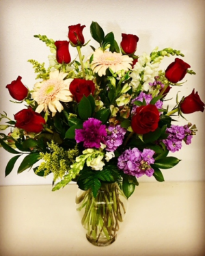 1 Dozen Red Roses 12 Red Roses with Gerber Daisies in Plainview, TX | Kan Del's Floral, Candles & Gifts
