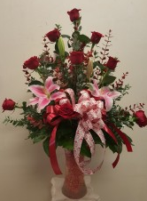 1 dozen roses round design in a nice elegant vase Birth Day