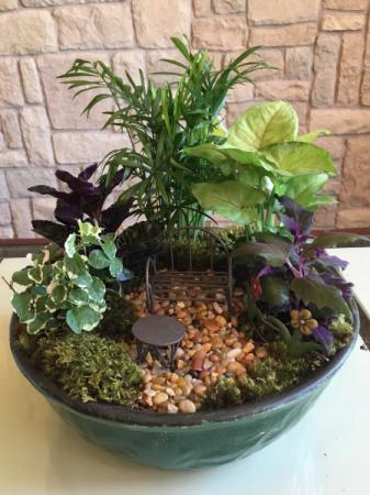 "10"" Mix of Green Plants W/Decor"
