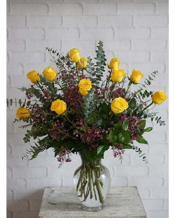 12 Classic Yellow Burst Rose Arrangement