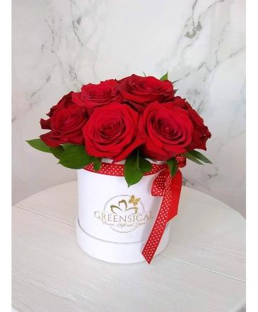 12 Greensical Red Roses