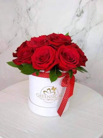 12 Greensical Red Roses