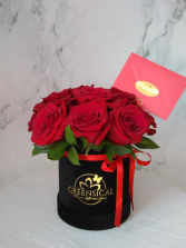 12 Greensical Red Roses black box