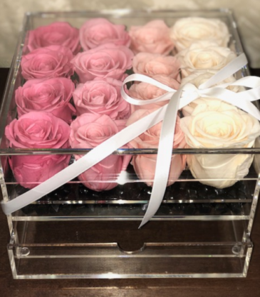 16 Preserved Roses in Acrylic box with drawer