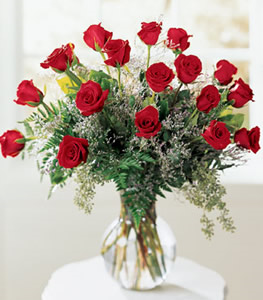 18 Red Roses In A Vase  in Las Vegas, NV | Blooming Memory