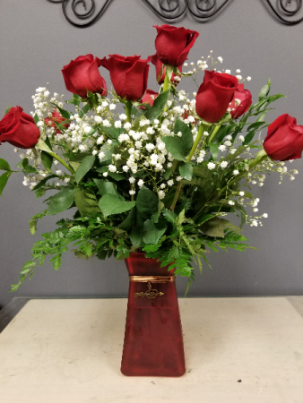 DODOS VALENTINES DOZEN IN RED OR PINK VASE (MAY VARY)