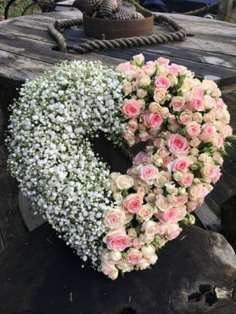 BABY'S BREATH OPEN HEART AND ROSES CALL IN 562/599-9742 TO CHANGE COLOR OF ROSES/STANDING SPRAY