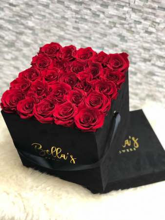 25 Fresh Roses In Suade Black Box