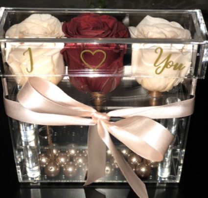 3 Preserved Roses in Acrylic box