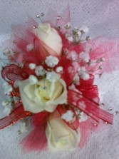 3 SMALL ROSE CORSAGE WRIST CORSAGE