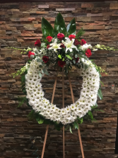 """32"""" WREATH W/WHITE DAISY AND RED ROSE CLUSTER ON 6 CALL IN 562/947-6199 TO CHANGE COLOR OF ROSES"""