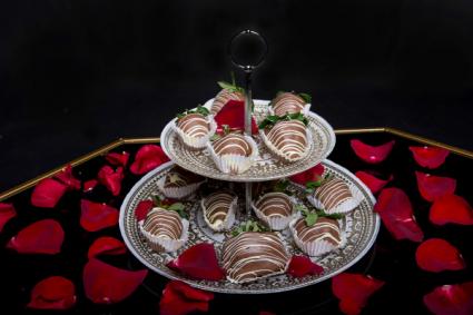 Asper's Chocolate Covered Strawberries  One Dozen