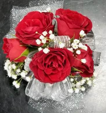 5 Red Spray Rose Wristlet Corsage