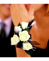 5 White Mini Roses Wristlet