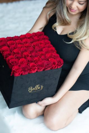 50 FRESH ROSES IN SUADE BOX