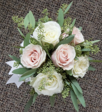 6 Rose Hand Tied With Greens