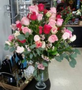 ALL MY LOVE SWEETHEART MIXED RED AND PINK PREMIUM ROSES. VASES CAN VARY IN THIS ARRANGEMENT