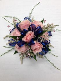 7 mini rose corsage