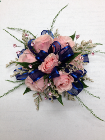 7 mini rose corsage