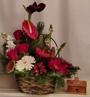 8FR000078 APPALACHIAN  CHRISTMAS Basket Arrangement