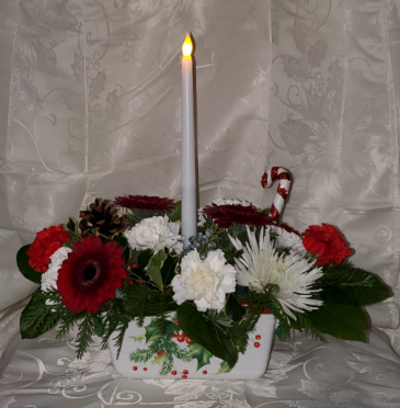 8FR000084 Home For Christmas Fresh Arrangement