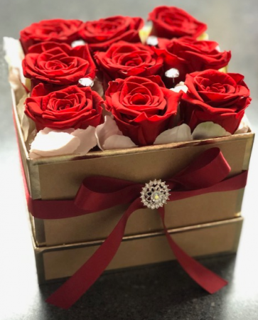 9 Preserved Roses in a Gift box