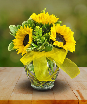 a bit of sunshine vase in Lebanon, NH | LEBANON GARDEN OF EDEN FLORAL SHOP