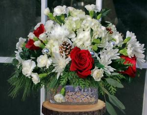 A Classic Christmas Arrangement in North Adams, MA | MOUNT WILLIAMS GREENHOUSES INC