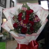 A dozen rose in wrap bouquet