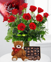 A TRUE ROMANTIC / Roses,Candy & Balloon Vase Arrangement