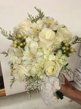 A White With Heirloom Kerchief Bouquet