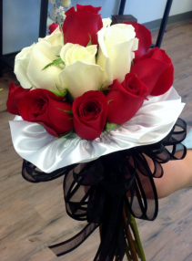 All Roses Handheld Bouquet