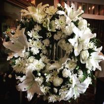 All White Classic Wreath Sypmathy