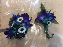 Alluring azul Corsage and Boutonniere Prom