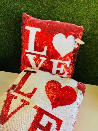 Amazing LoVe Cushion