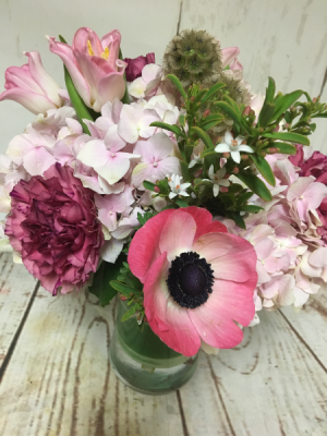 Anemone and Things  in Easton, CT | Felicia's Fleurs