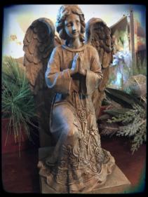 Angel Kneeling angel