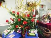 FELIZ ANIVERSARIO MI AMORE roses philnopsis orchids larkspur white asther ruscus