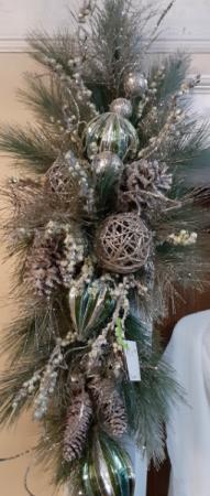 Artificial ornament swag/ mantle piece