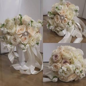 Budget Bride Sweet Heart Table  in Oakville, ON | ANN'S FLOWER BOUTIQUE-Wedding & Event Florist