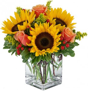 Sunrise Bouquet vase in Chatham, NJ | SUNNYWOODS FLORIST