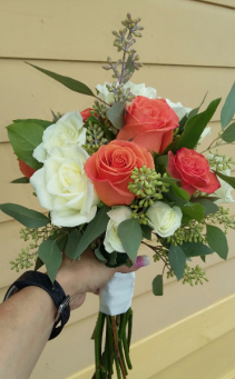B 5 Fresh Handheld Bouquet