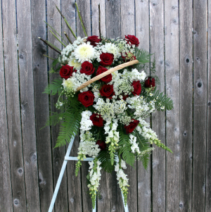 Basket of Memories Basket Easel Spray in Woodinville, WA | WOODINVILLE FLORIST ®