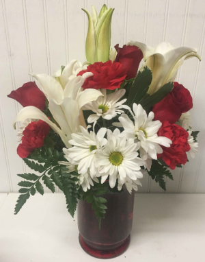 Be My Love   in Easton, MD | ROBINS NEST FLORAL AND GARDEN CENTER