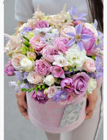 Beautiful box of flowers (order 5 days advance) (box color & sharp may varies)