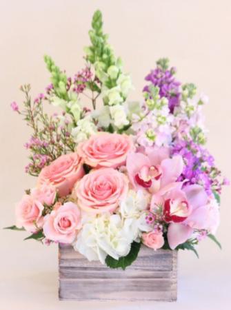 BEAUTIFUL LIFE  ELEGANT MIXTURE OF FLOWERS