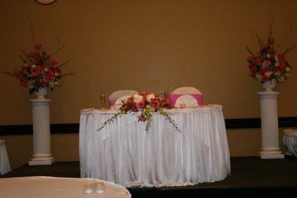 Beautiful Pink Bride's Table Arranhement