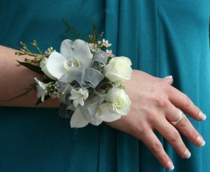 Beautiful  White Wristlet